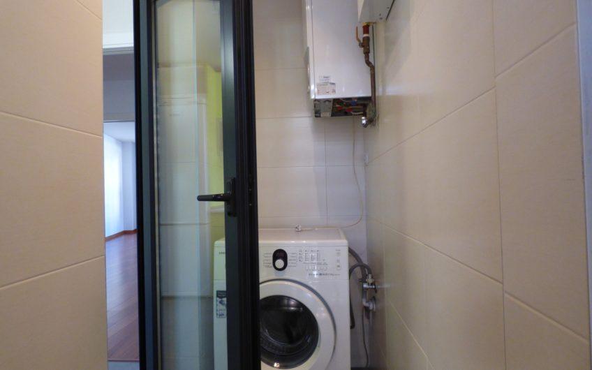 Magnífico piso 2 dormitorios y 2 baños, impecable, con piscina, garaje y trastero, en centro de Aravaca. 4557