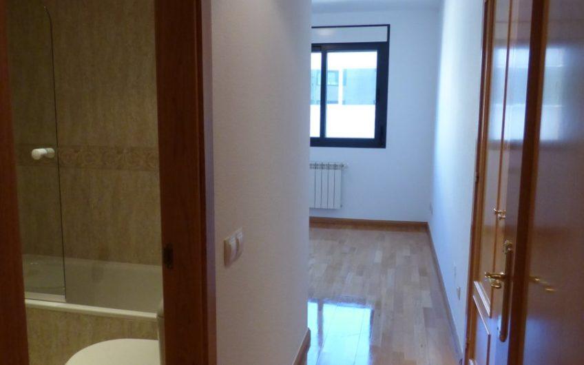 Piso Impecable con garaje y trastero en zona Madrid Rio en urbanización con piscina, pádel, jardín y zona infantil. 5574