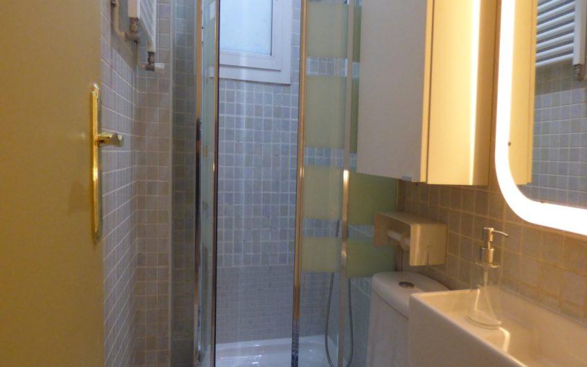 Piso Exterior en Barrio Salamanca, 3ª planta con ascensor. 2 Dormitorios y 1 Baño, amueblado y equipado. Muy Luminoso. 5670