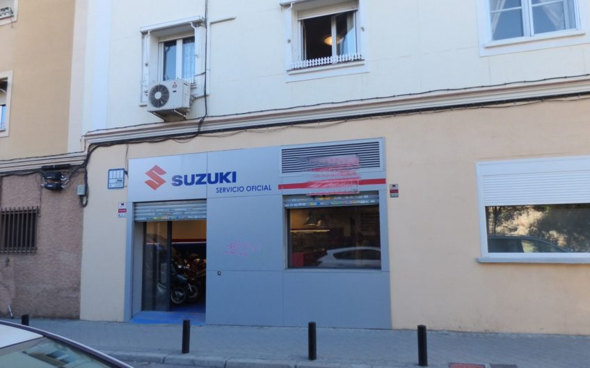 Local con licencia de taller de motos, fantástica ubicación, se vende completo con equipamiento y reforma reciente – 5676