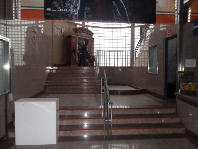 ALQUILER LOCAL HABILITADO ACTUALMENTE COMO CINE (CENTRO COMERCIAL EL PALACIO.