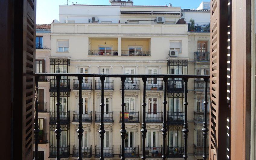 Centro de Madrid, junto a Sol con 120 metros para vivir.