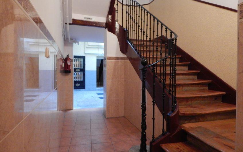 Se vende piso reformado al lado de Caixaforum en zona de Cortes- Huertas