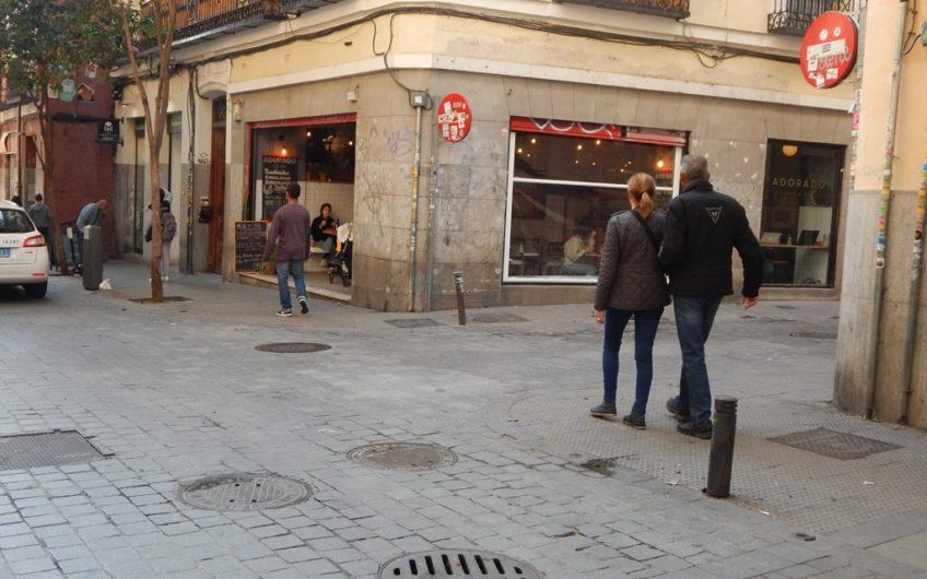 Se vende o se alquila amplio local comercial al lado de Plaza de Tirso de Molina