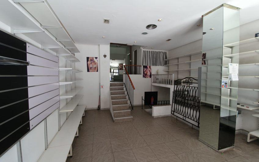 Alquiler local muy comercial frente al metro Quintana