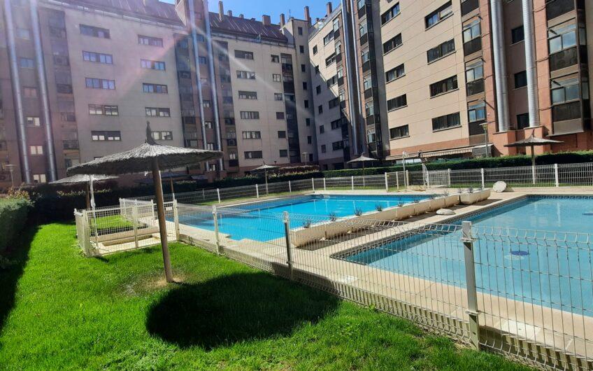 Pisazo con piscina, trastero y garaje en Sanchinarro
